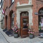 Enge Gassen in der historischen Altstadt von Riga.