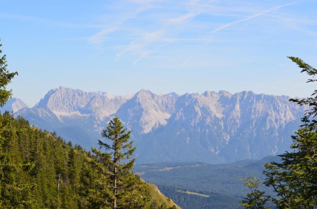 Wandern im Zugspitzen- und Karwendelpanorama: Wand Runderwanderung