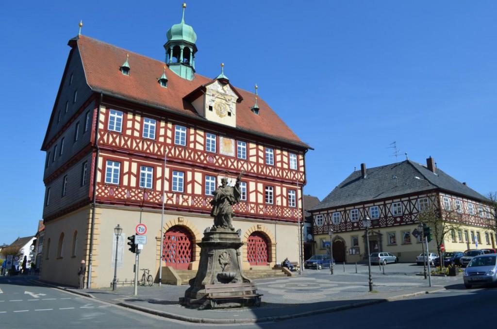 Das Fachwerk Rathaus von Bad Staffelstein.