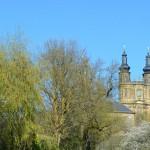 Kloster Banz: Im Frühjahr blühen die Sträucher rund um das Kloster am Staffelberg.