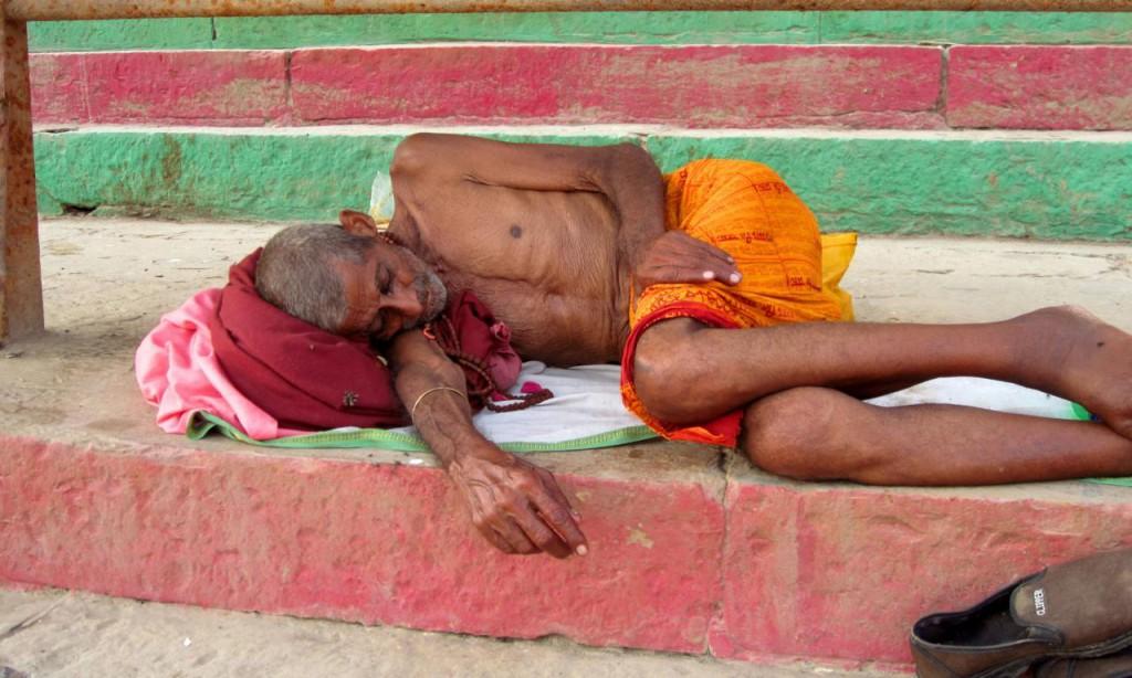 Dreck, Armut, Tod: Meine ersten drei Impressionen von Varanasi.