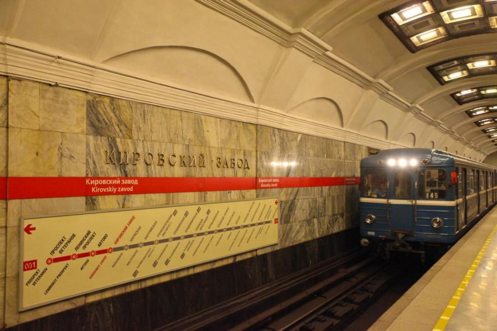 Die Metro von St. Petersburg: Laut, alt aber beliebt!