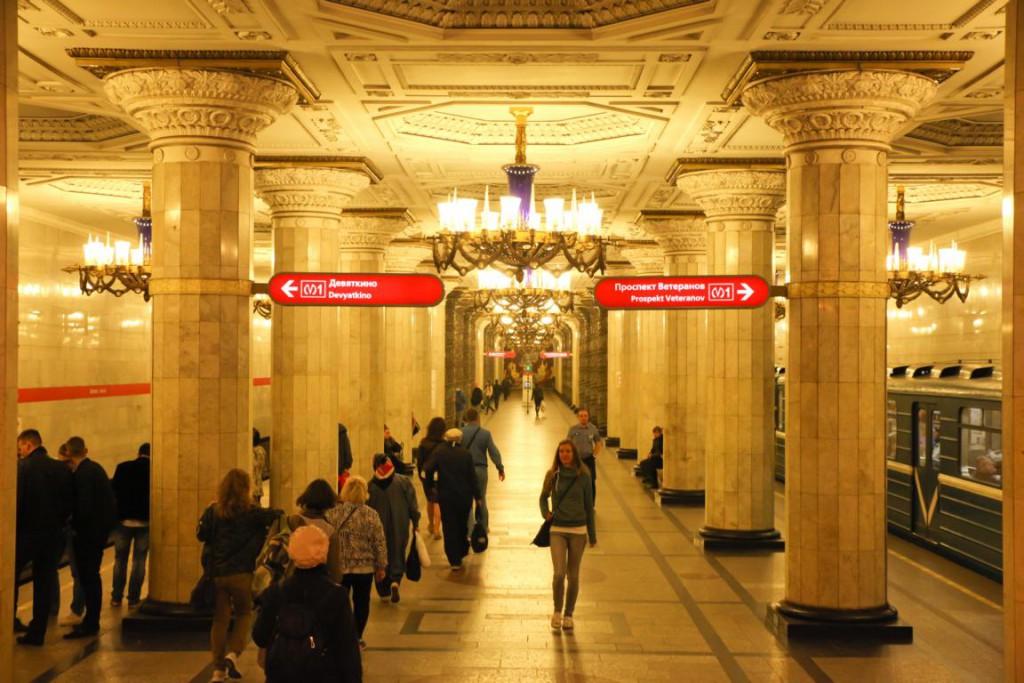 Die unterirdischen Paläste: Mit der Metro durch St. Petersburg.