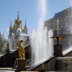 Pompöse Fontänen in Peterhof