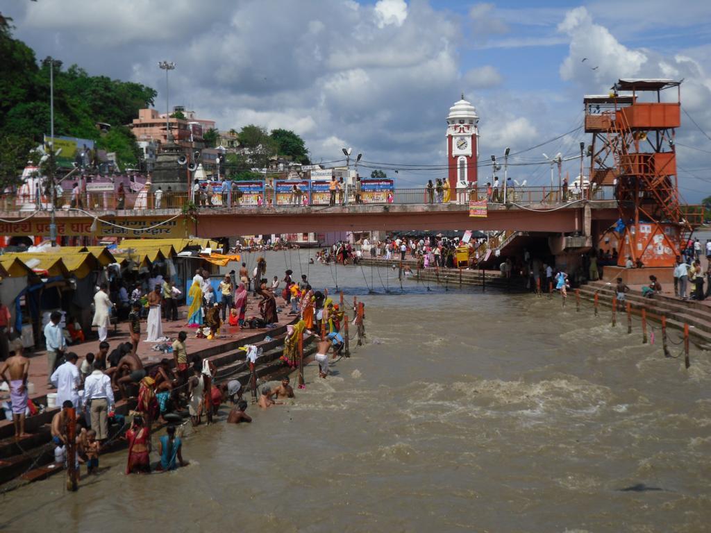 Hardiwar - das Tor Gottes. Hier ist der Ganges schon nicht mehr ganz so klar...