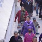 Pilger umkreisen die Boudhanath Stupa in Kathmandu