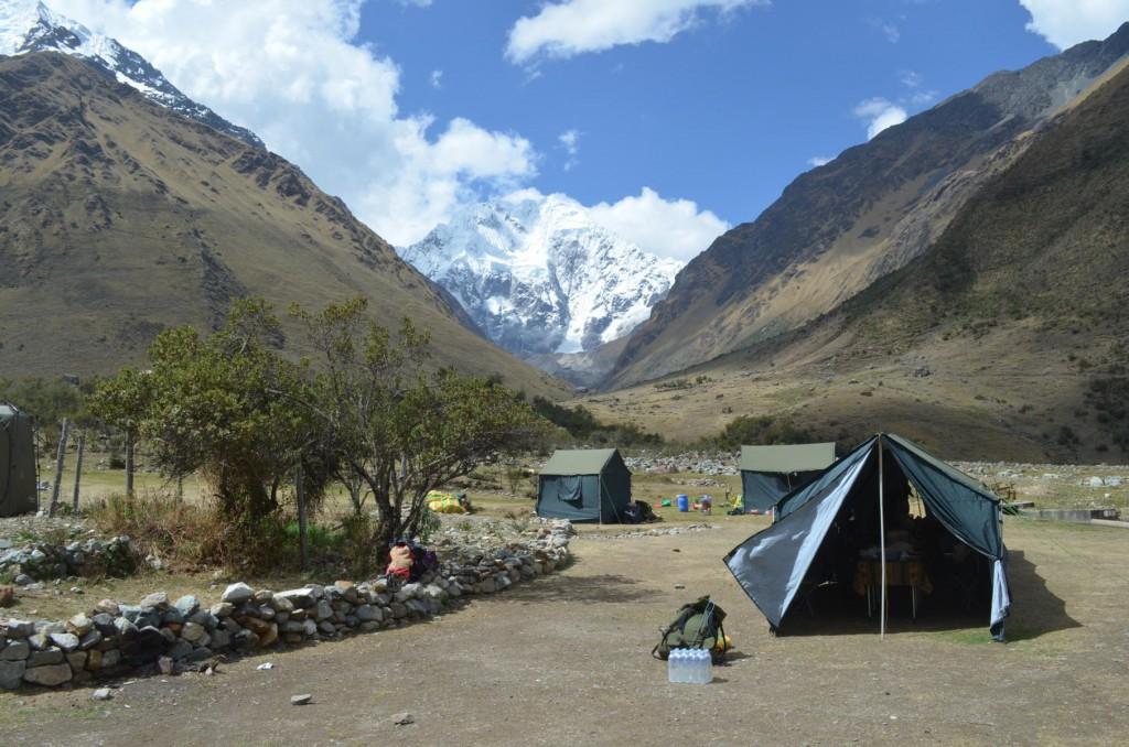Nicht gerade eine 5-Sterne Lodge aber traumhafter Blick: Zelten in den Anden.