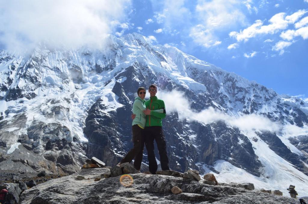 Geschafft! Nach dem harten Aufstieg werden wir mit einem fantastischen Bergpanorama belohnt!