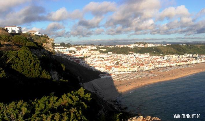 Ausblick von Sitio auf das Fischerdörfchen Nazaré.
