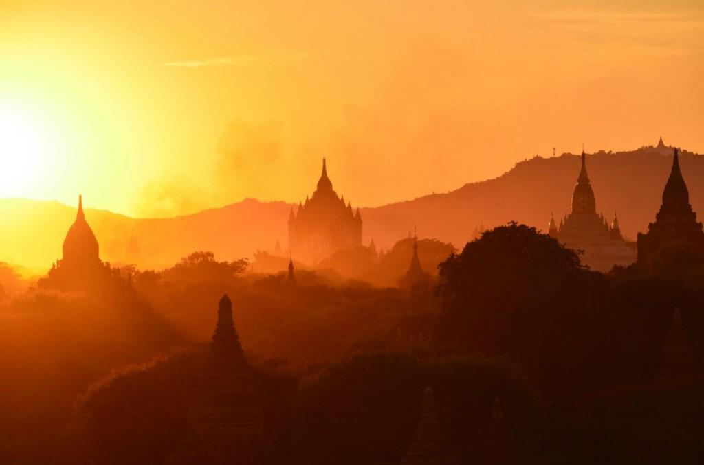 Sonnenuntergang über Bagan - Gänsehautfeeling