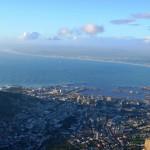 Blick auf Kapstadt und Robben Island vom Tafelberg