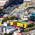 Farbtupfer in der Großstadt: Panorama Blick auf Bo-Kapp vom Signal Hill