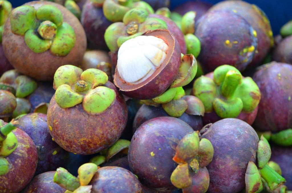Yummi Yummi: Auf Borneo gibt es exostische Früchte in Hülle und Fülle!