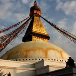 Boudhanath Stupa: Hunderte Gebetsflaggen flehen im Wind