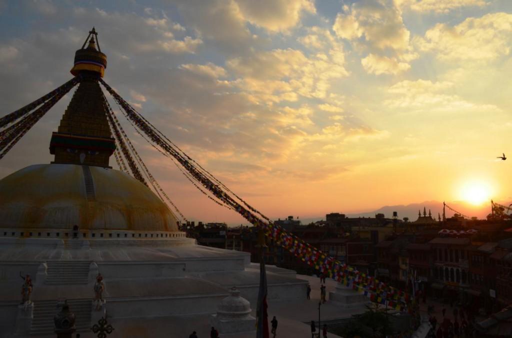 Magisches Kathmandu: Boudhanath Stupa bei Sonnenuntergang