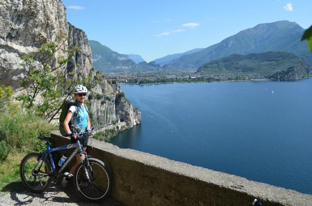 Mountainbiken am Gardasee: Von der Via Ponale hat man den wohl schönsten Blick auf Berge und See!