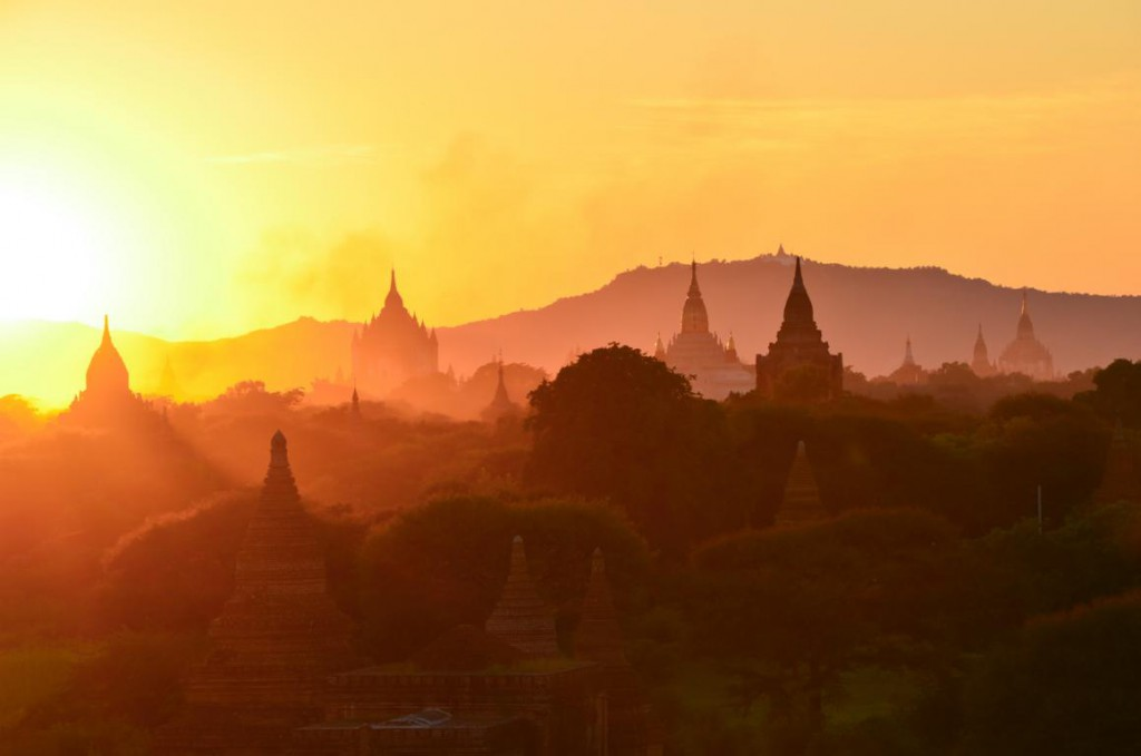 Sonnenuntergang über Bagan: Ein absolutes Highlight in Myanmar.