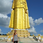 31 Stockwerke hoch ist der größte stehende Buddha von Myanmar