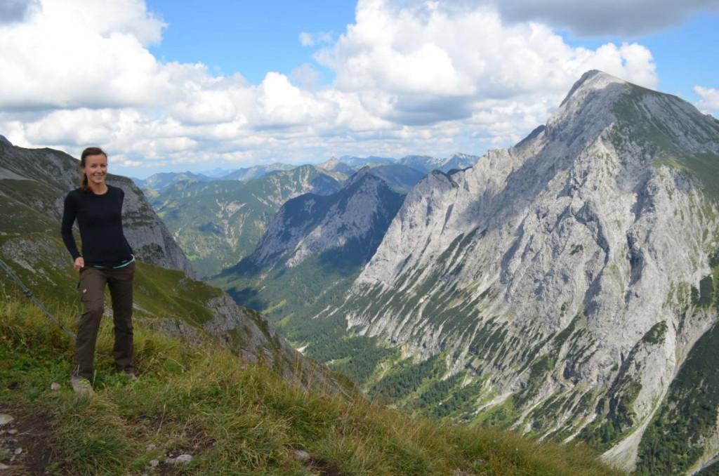 Blick vom Gipfelkreuz des Mahnkopf mit Blick auf das morgige Gipfelziel: Der Gamsjoch.