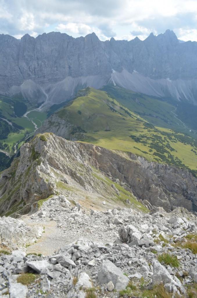 Die Mühe lohnt sich! Blick auf die bestiegene Gipfel der Falkengruppe im Karwendel.