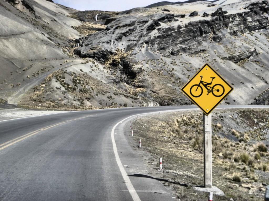 Achtung Gegenverkehr: Auf dem asphaltierten Zubringer zur Todesstraße von La Paz bekommt man ordentlich Geschwindigkeit.