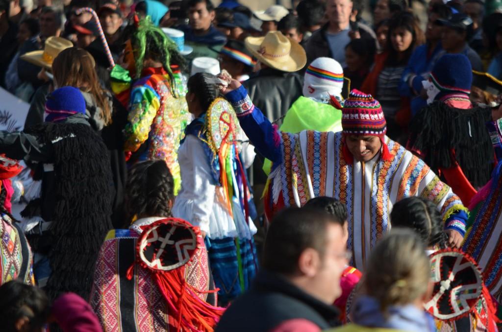 Farbenfrohe Vielfalt: Sonntagsparade in Cusco.