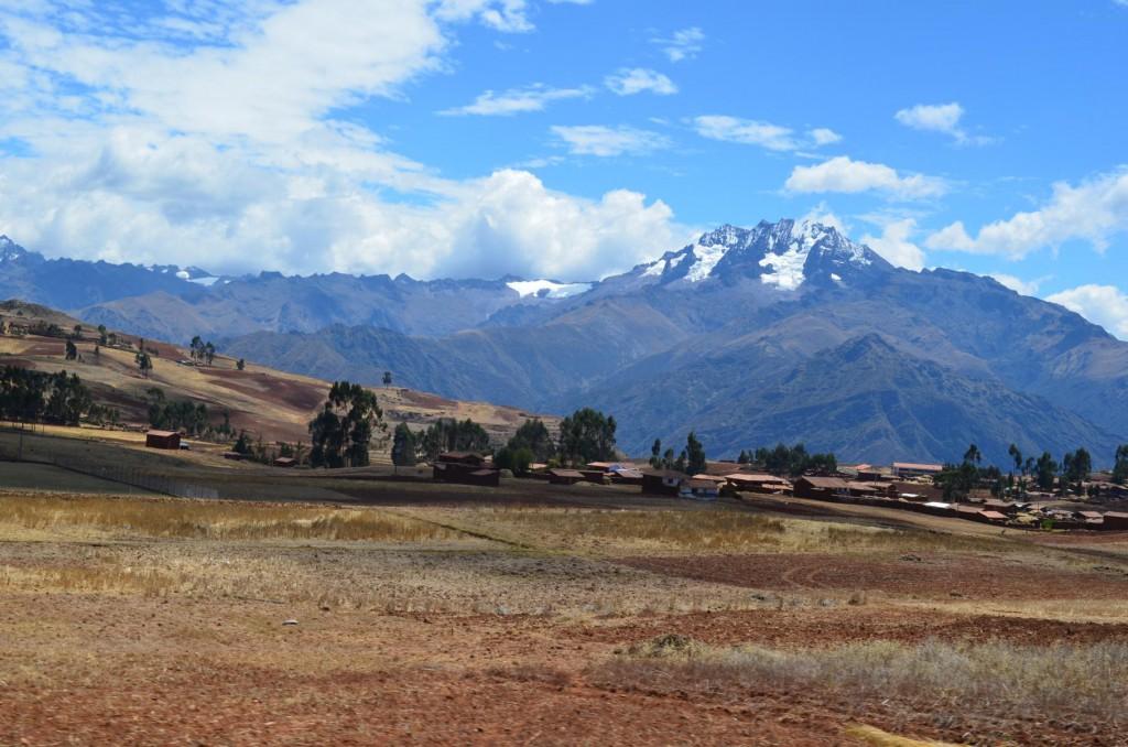 Schneebedeckte Anden Gipfel im Heiligen Tal von Peru.