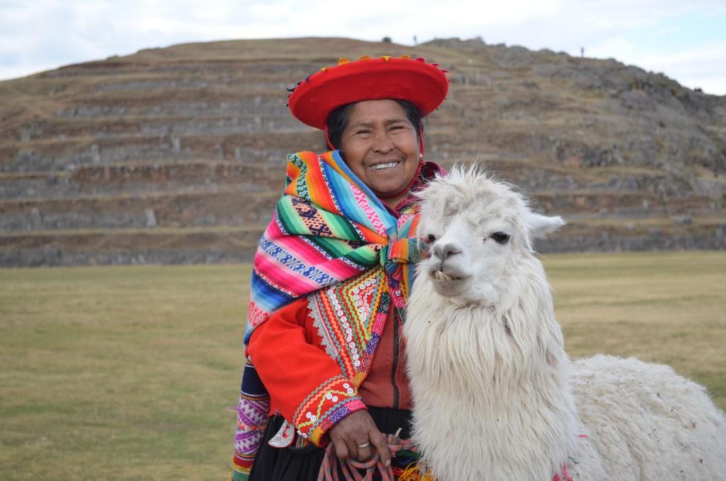 Traumhafte Fotokulisse an den Inka Ruinen Sacsayhuamán in Cusco.