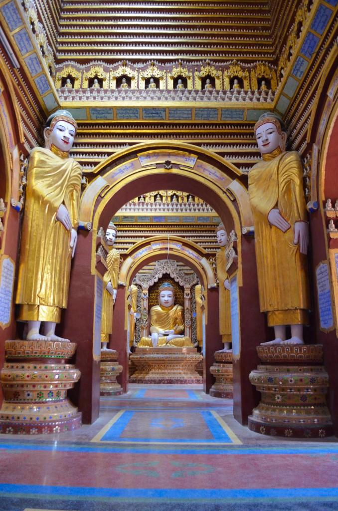 Buddhas soweit das Auge reicht: Thanboddhay Pagode in Monywa.