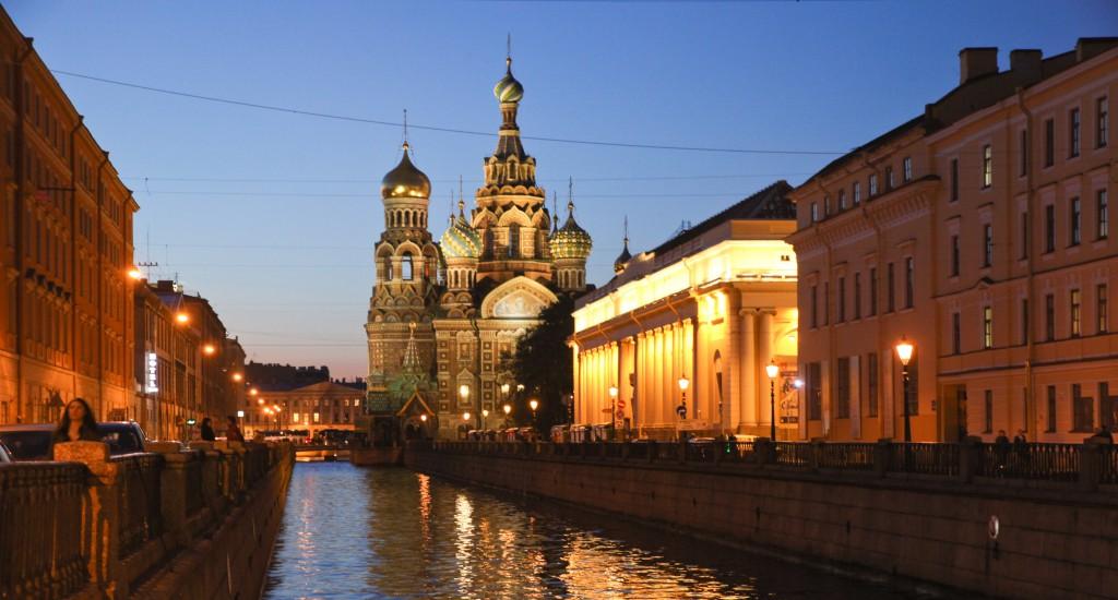 Bluterlöserkirche in St. Petersburg zur Blue Hour.