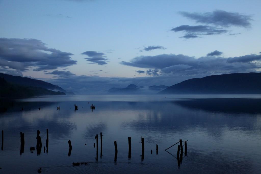Mystische Stimmung nach dem Regen: Loch Ness in Schottland.