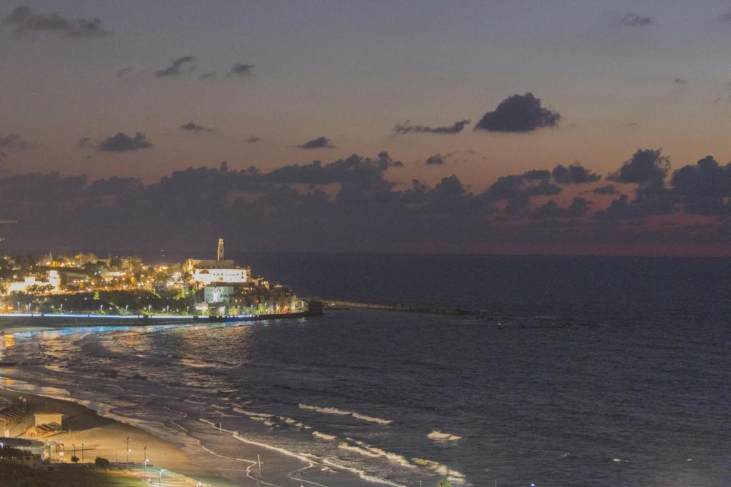 Blick von Tel Aviv auf Jaffa am Abend - © Robert B. Fishman, ecomedia