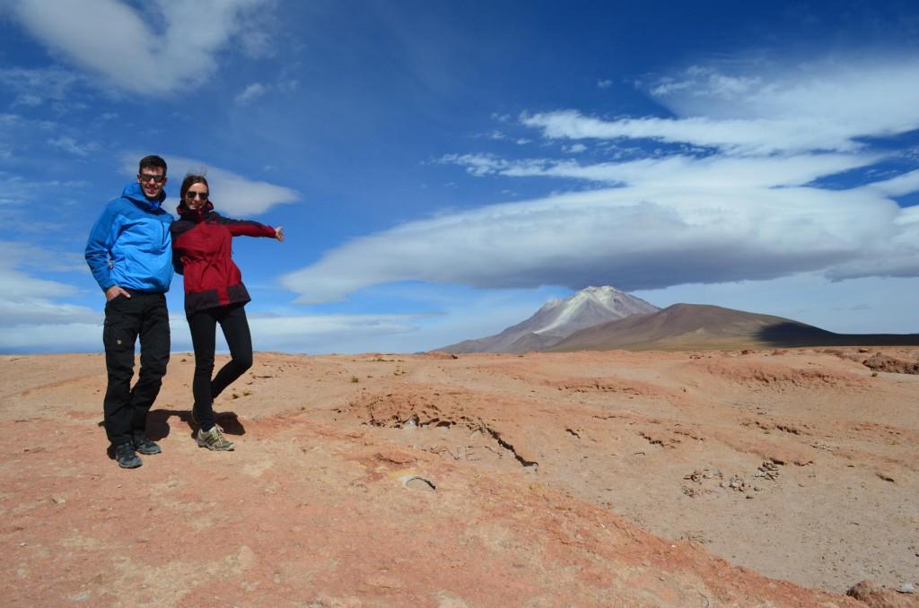 Blick auf dem Ollague Vulkan von der Steinwüste.