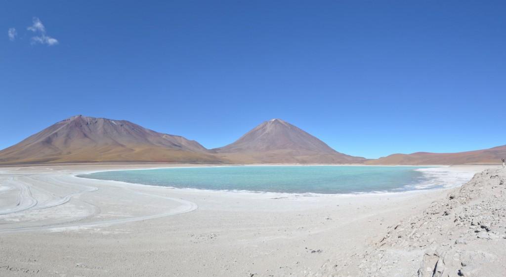 Laguna Verde: Türkisblaues Wasser am Fuße des Vulkans.