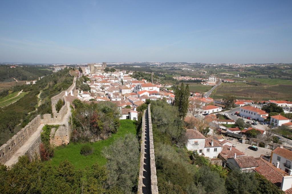 Óbidos von oben: Ein Spaziergang auf der Burgmauer.