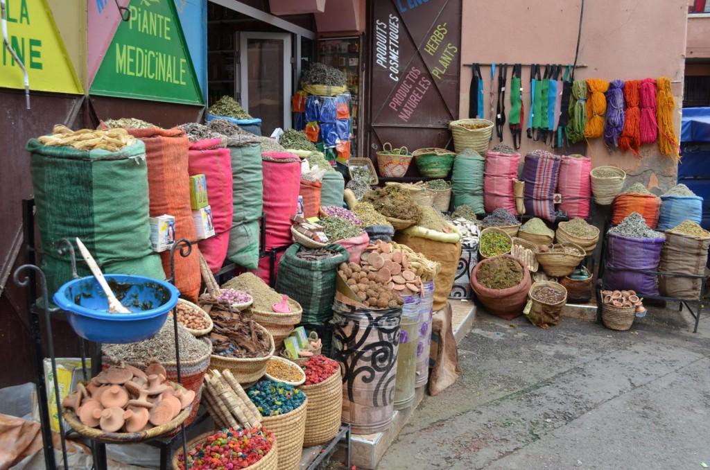 Gewürze, Kleidung und Souvenirs: All das und noch mehr gibt es in den Souks.