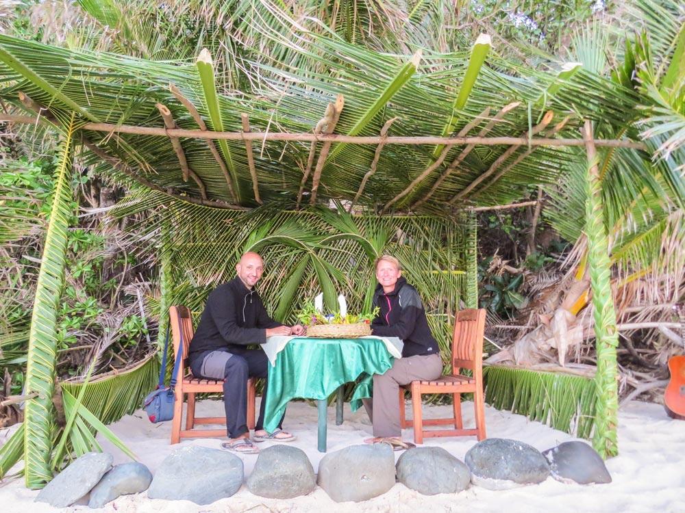Als Paar um die Welt: Der Antrag kam auf den Fijis (© www.wetraveltheworld.de)