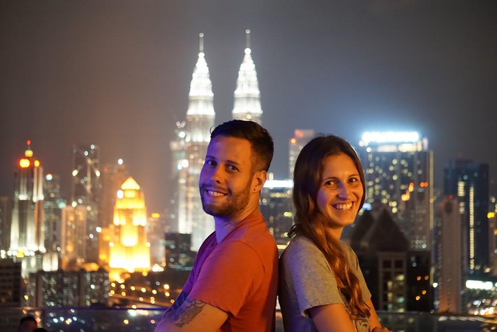 Als Paar um die Welt: Gerade touren die beiden durch Südostasien (© www.loveandcompass.de)