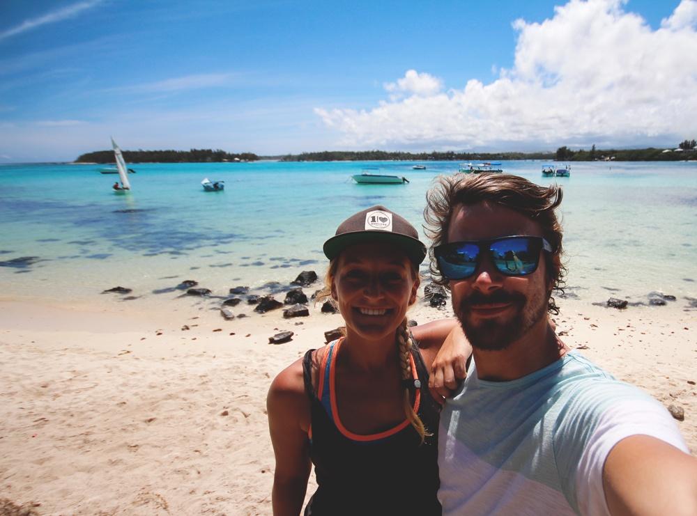 Als Paar um die Welt: Aktuell leben Bolle und Marco auf Mauritius © www.kommwirmachendaseinfach.de)