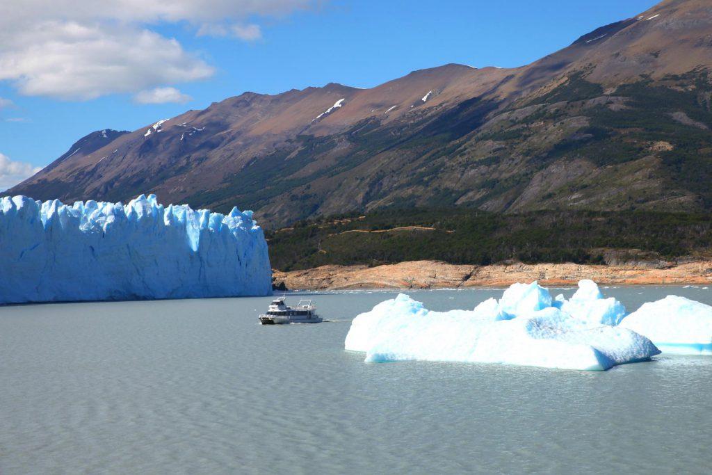Perito Moreno vom Wasser erkunden: Mit dem Boot entlang der Gletscherwand