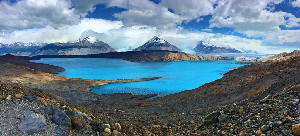 Stürmische Aussicht auf den Upsala Gletscher in Patagonien