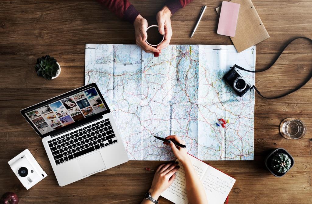 Lange Reisen sollte gut geplant sein: Das Thema Reiseapotheke vergessen dabei viele!