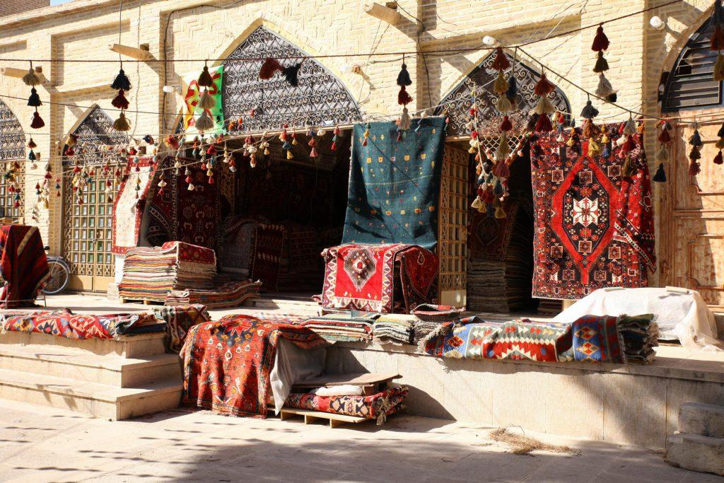 Vakil Basar in Shiraz: Zwischen Teppichen, Gewürzen und Handwerkskunst