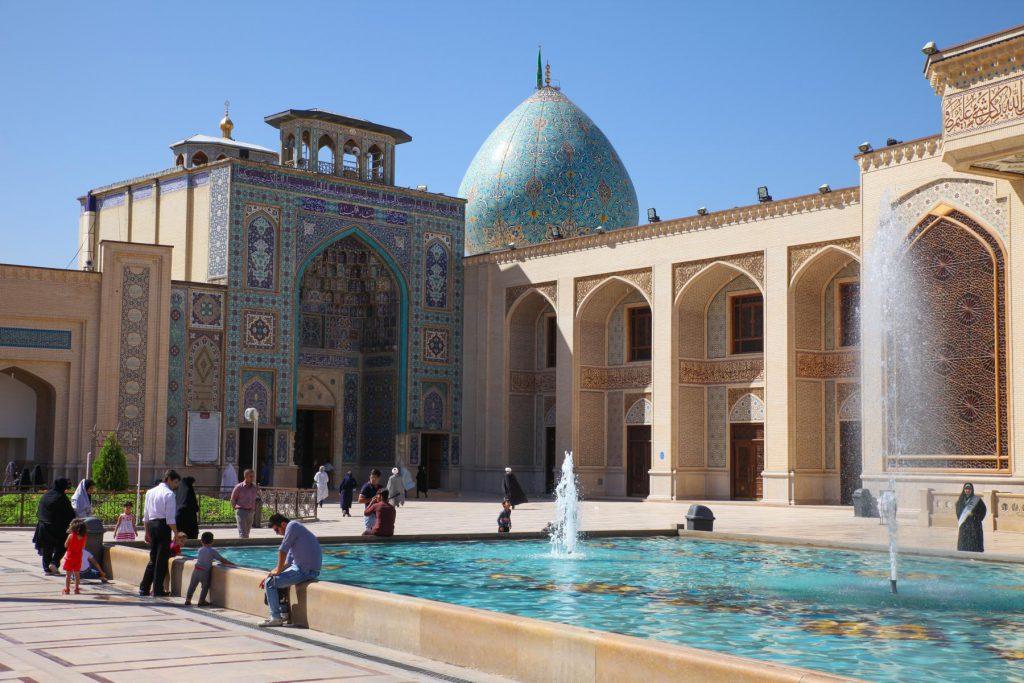 Reisetipp Shiraz: Das Shah-Cheragh-Heiligtum kann nur mit offiziellen Guide besichtigt werden.