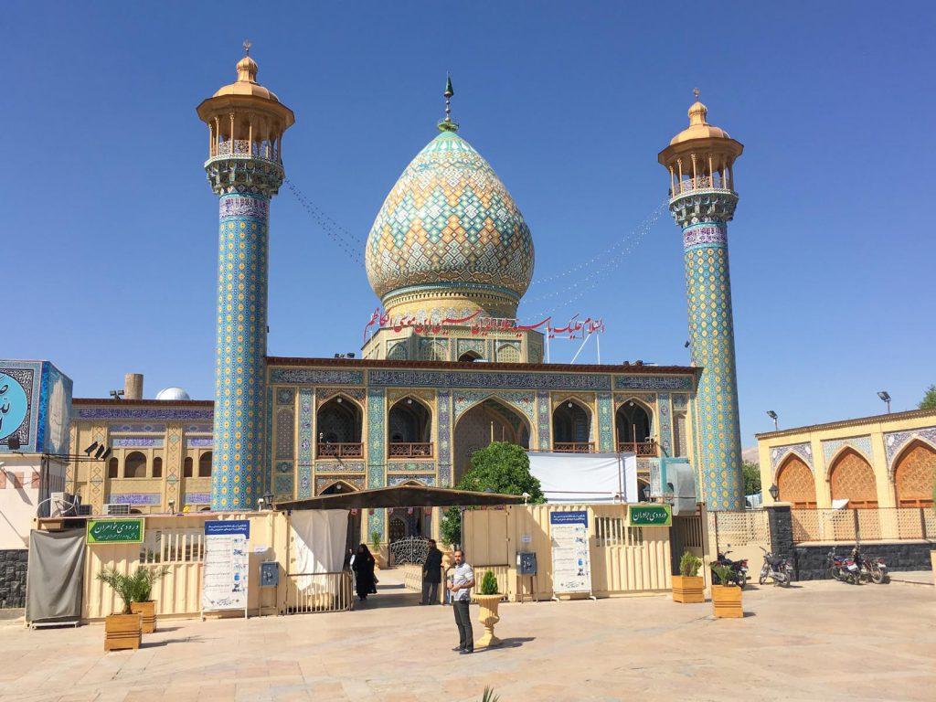 Knospenförmige Kuppeln findet man nur in Shiraz.