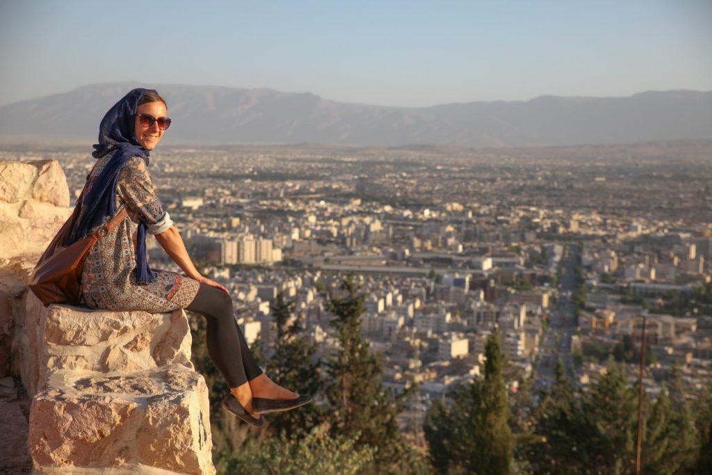 Reisetipp Shiraz: Sonnenuntergang am Aussichtspunkt beim Koran Tor.