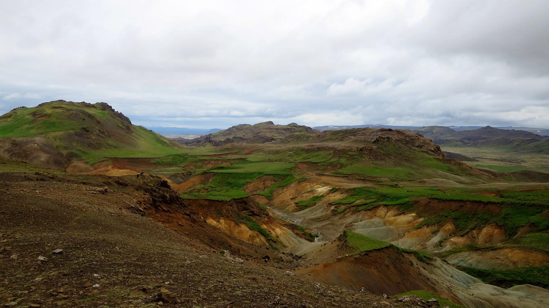 Zu Fuß durch Island: Vulkanlandschaft während der Weitwanderung.