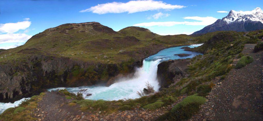 Atemberaubender Wasserfall Salto Grande im Torres del Paine Nationalpark