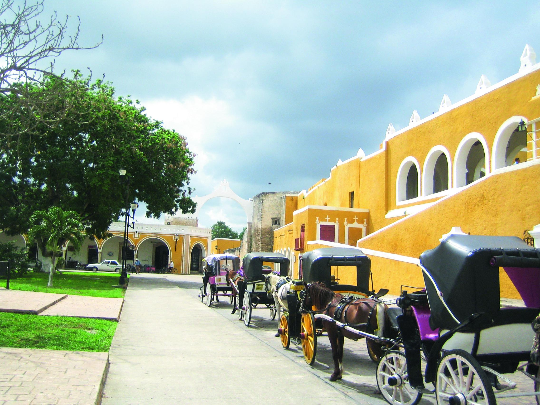 Entdecke wunderschöne Kolonialstädte wie Izamal in Mexiko!