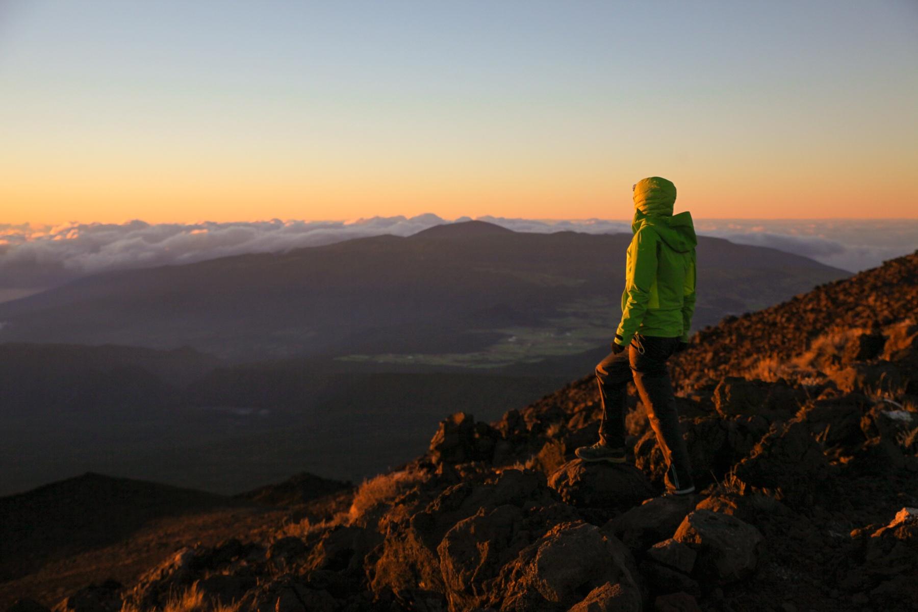 Sonnenaufgang auf La Réunion: Berghütten bieten dir den perfekten Ausgangspunkt.